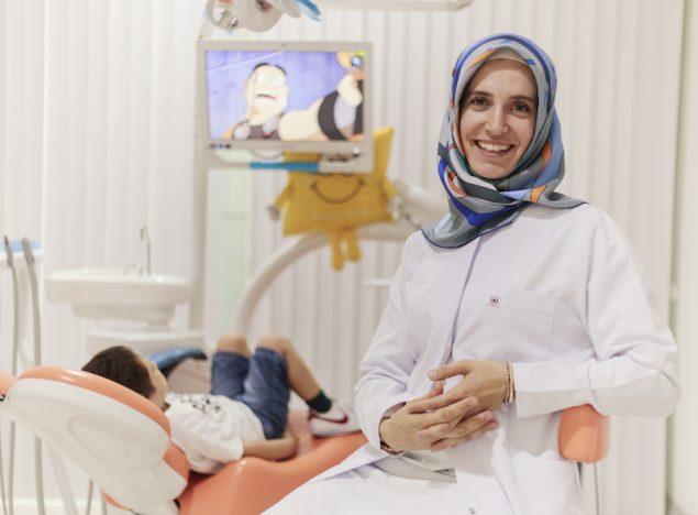 şeffaf diş telleri kliniği diş hekimi